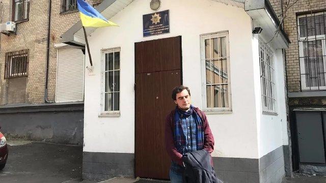 Суд виправдав активіста, затриманого за роздачу листівок про Зеленського