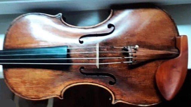 Біля органного залу у Львові в музиканта викрали скрипку