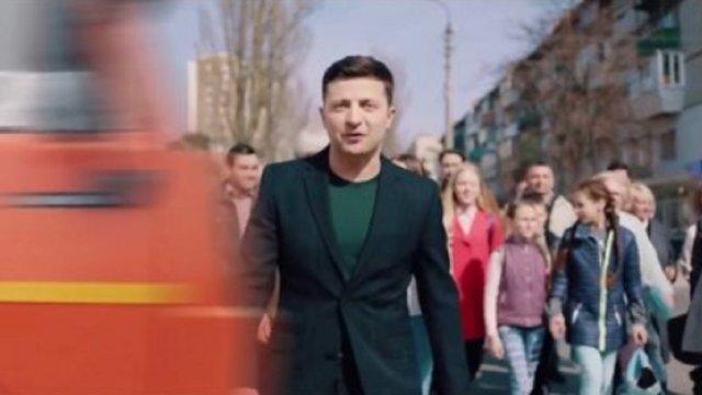 Штаб Порошенка опублікував відеопародію, на якому вантажівка збиває Зеленського