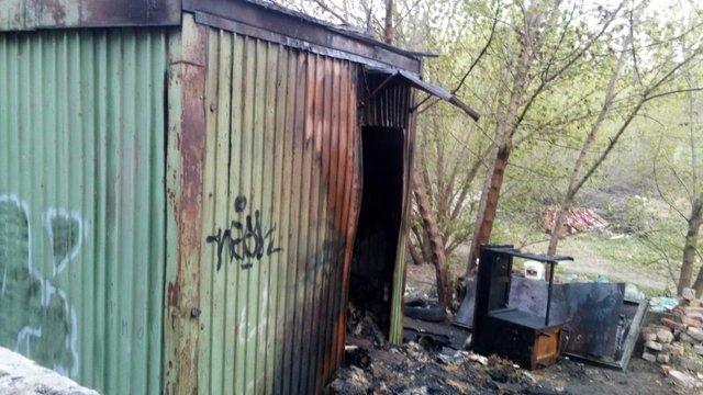 Внаслідок пожежі в будівельному вагончику в Запоріжжі загинули троє людей