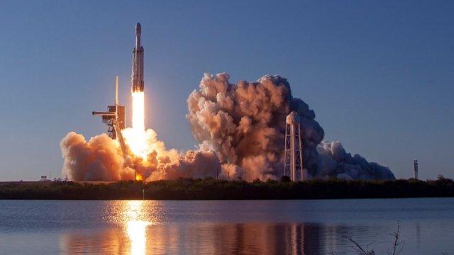 SpaceX Ілона Маска здійснила перший комерційний запуск ракети Falcon Heavy
