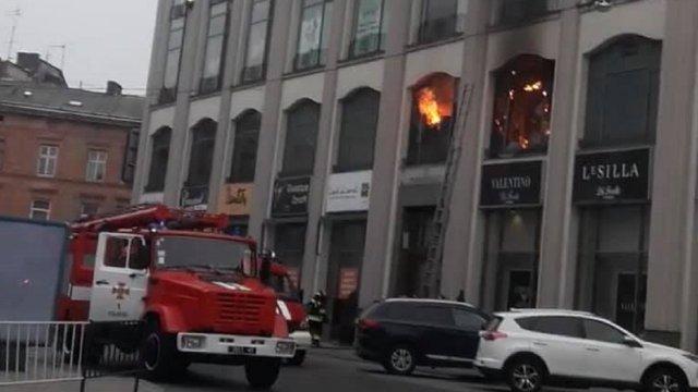 У центрі Львова виникла пожежа у ТЦ «Магнус»