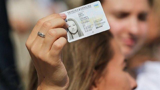 Міграційна служба видаватиме українцям ID-картки в день другого туру президентських виборів