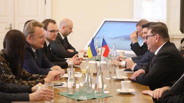 У Львові обговорили питання авіасполучення з Чехією