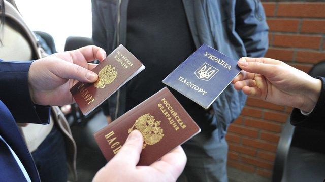 Росія планує видавати мешканцям окупованого Донбасу паспорти за спрощеною схемою