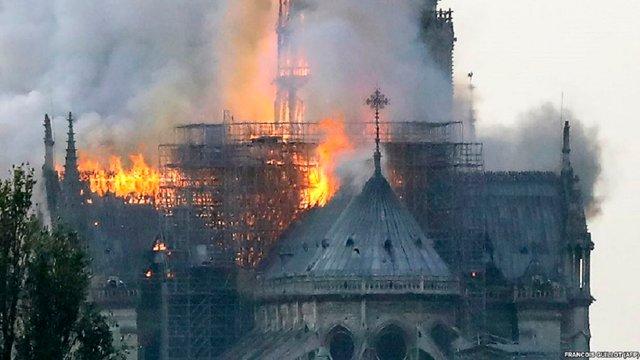 Після пожежі у Нотр-Дам роман Віктора Гюго cтав найбільш продаваною книгою на Amazon