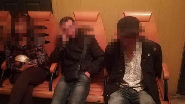 Львівські патрульні затримали грабіжників, які поблизу вокзалу викрали у чоловіка майже 2000$