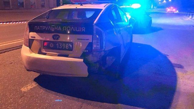 У Києві чоловік викрав автомобіль патрульних та поранив поліцейську
