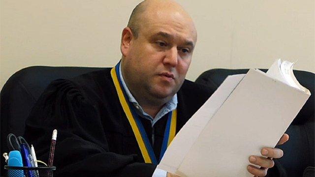 Суддя Окружного адмінсуду Києва позивається проти Порошенка