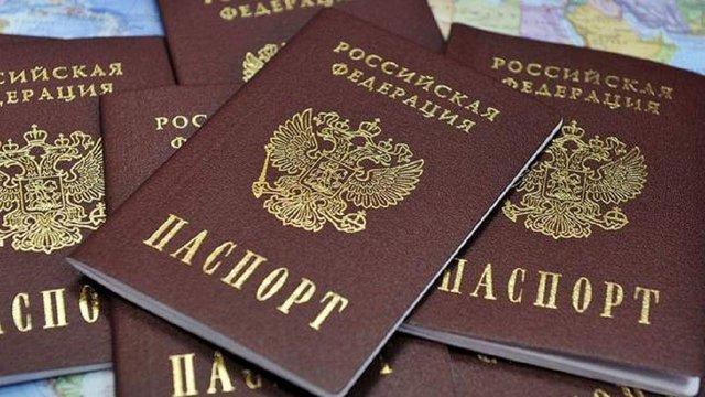 Путін підписав указ про видачу російських паспортів жителям окупованого Донбасу
