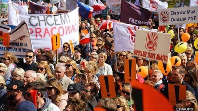 Польські вчителі призупинили безстроковий страйк