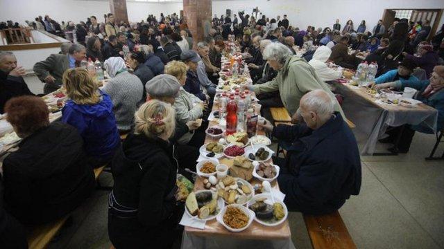У Львові відбувся благодійний великодній сніданок для малозабезпечених
