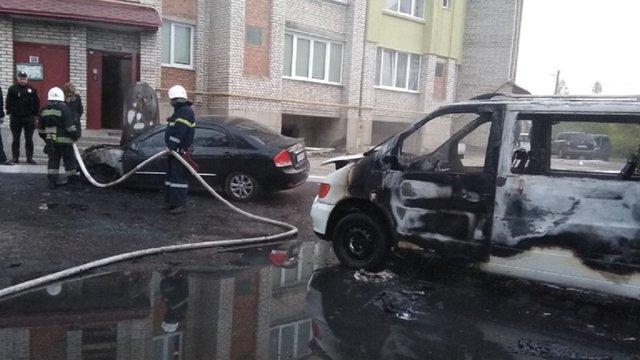 У Червонограді згорів мікроавтобус: чоловік власниці отримав опіки