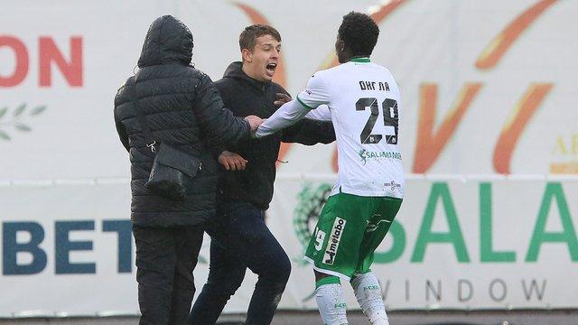 Фанати «Карпат» мало не зірвали матч команди у Львові