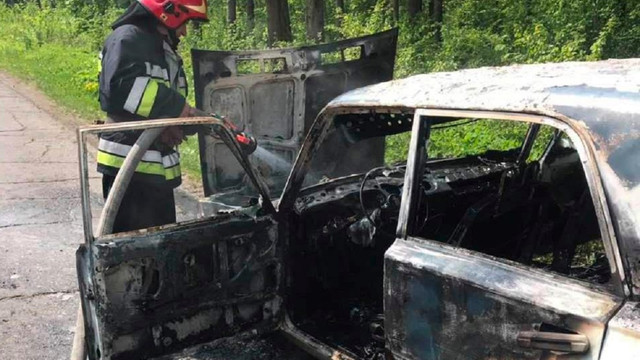 На Львівщині під час руху загорівся автомобіль ВАЗ