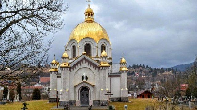 У церкві на Львівщині під час ремонту збираються знищити цінні розписи початку XX століття