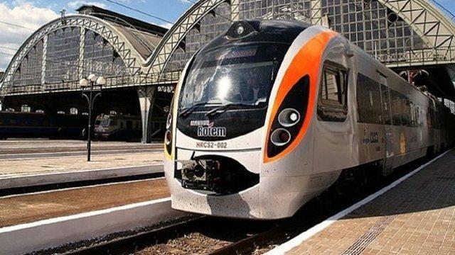 З 15 травня квитки на всі поїзди до Польщі можна буде купити онлайн