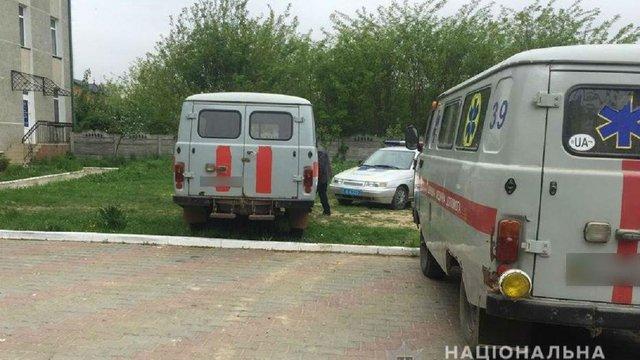 У Чернівецькій області п'яний чоловік викрав швидку і врізався на ній в електроопору