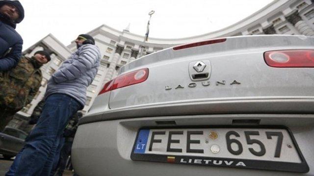 Депутати відтермінували на три місяці запровадження штрафів для власників авто на «євробляхах»