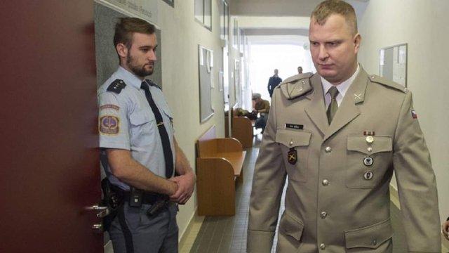Чеський суд відмовився ув'язнити десантника Еріка Ешту за участь у війні проти України
