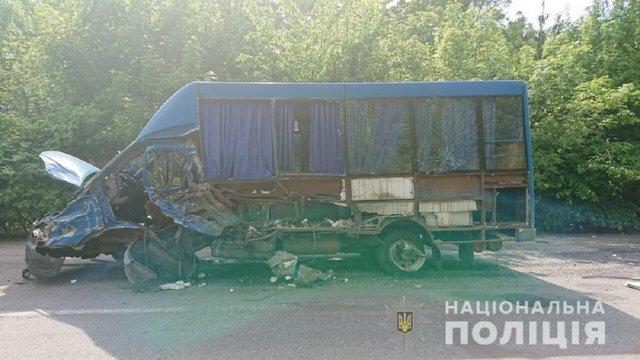 На Вінниччині легковик врізався в маршрутку, є загиблі та потерпілі