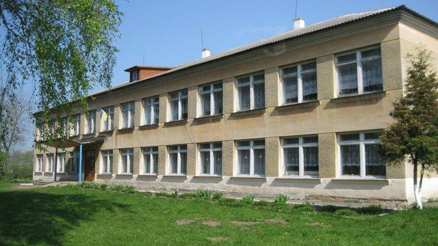 Екс-директора школи на Львівщині оштрафували за ляпас учню під час уроку