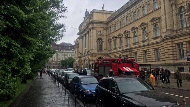 Анонім повідомив про замінування трьох університетів у Львові