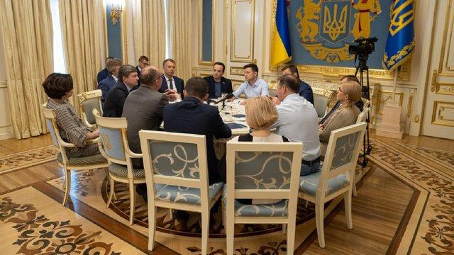Голови фракцій на зустрічі із Зеленським погодились на дострокові вибори до Верховної Ради