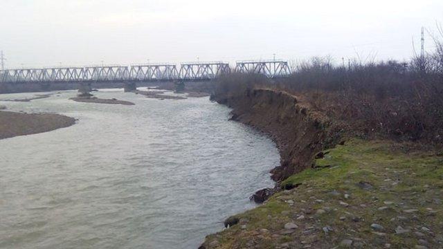 На Закарпатті після паводку в річці виявили тіло дівчинки