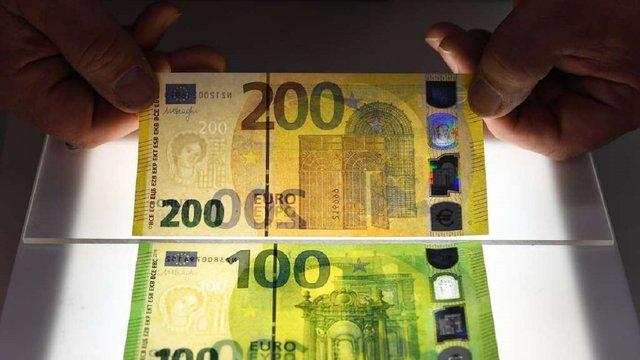 ЄС ввів в обіг нові купюри у 100 та 200 євро