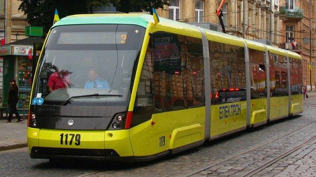Через фестиваль ретро-автомобілів у Львові змінять схему руху транспорту