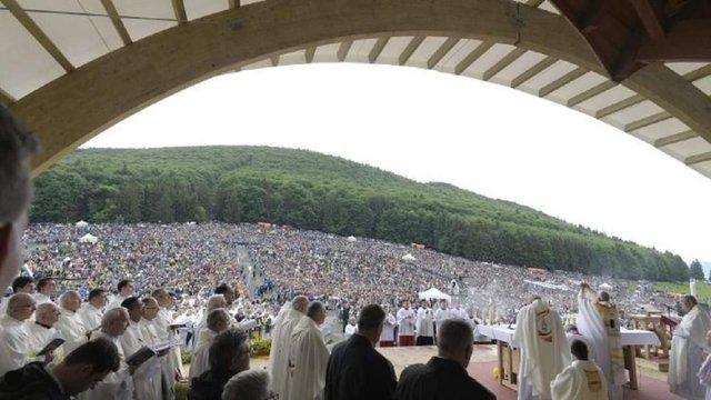 Папа Римський відвідав Румунію і закликав католиків і православних до єдності