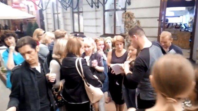 Учасників програми на львівському телеканалі НТА піймали на отриманні грошей за участь в ефірі