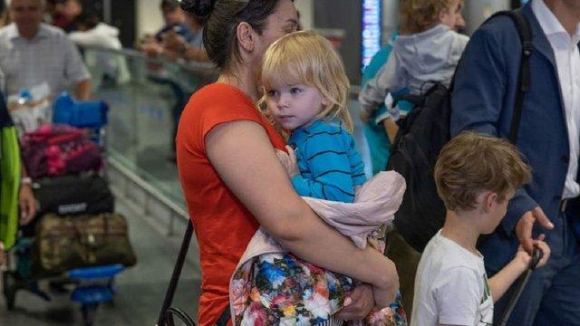 Десятеро дітей арештованої в Грузії українки повернулися в Україну