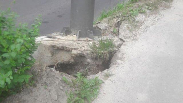 Через загрозу падіння білборду у Львові перекрили вул. Шота Руставелі