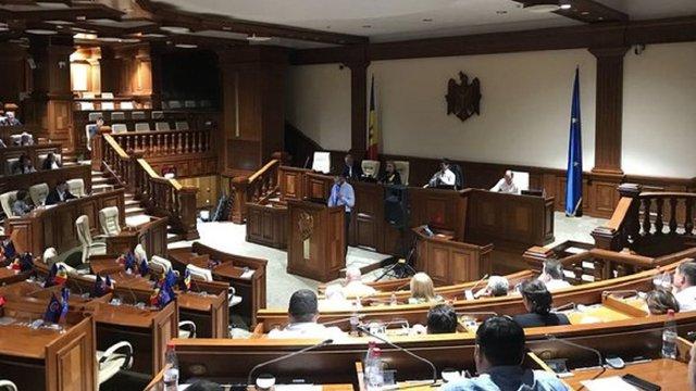 Парламент Молдови офіційно визнав її державою, захопленою олігархами