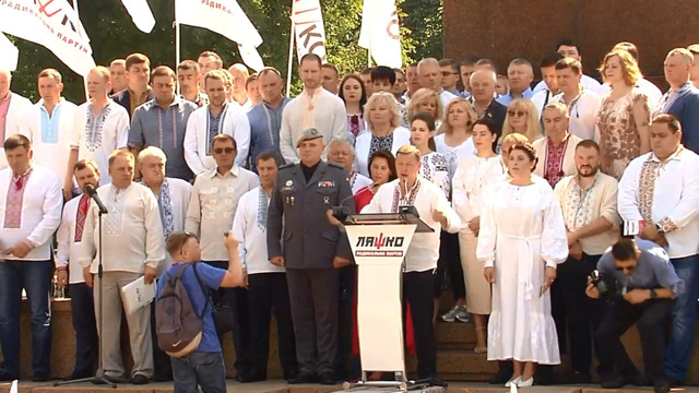 Два нардепи з «Народного фронту» балотуються до парламенту від «Радикальної партії»