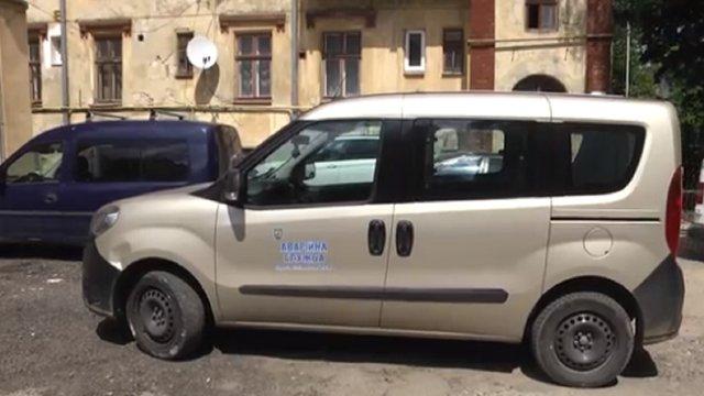 У бензобаки львівських аварійних автомобілів уже вдруге підсипали цукор