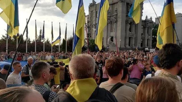 Близько 2000 людей пікетували АП через заяви Кучми щодо Донбасу