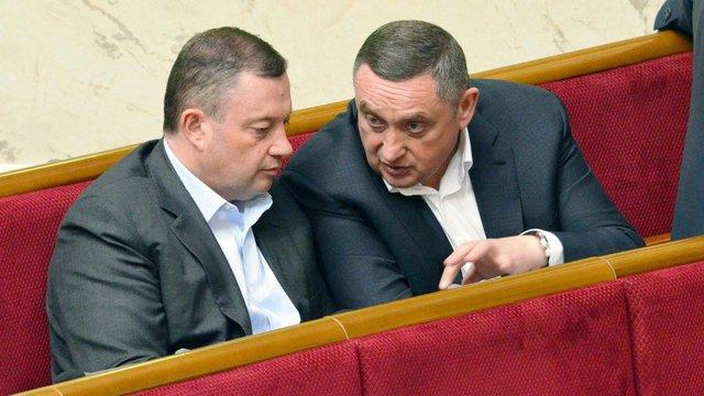 Брати Дубневичі очолили рейтинг найбільш згадуваних нардепів у розслідуваннях ЗМІ