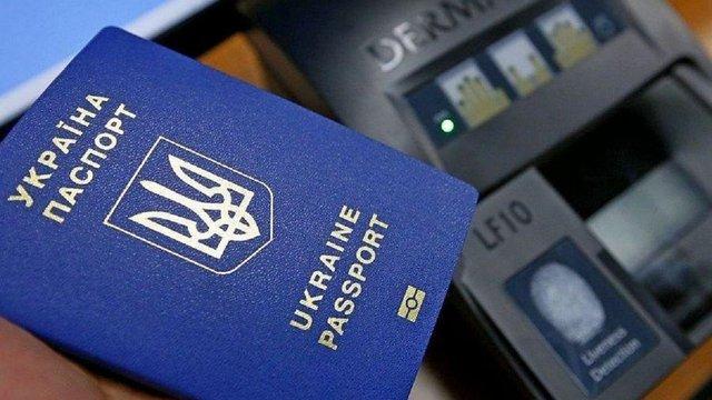 Майже 9 млн українців отримали біометричні паспорти за два роки безвізу