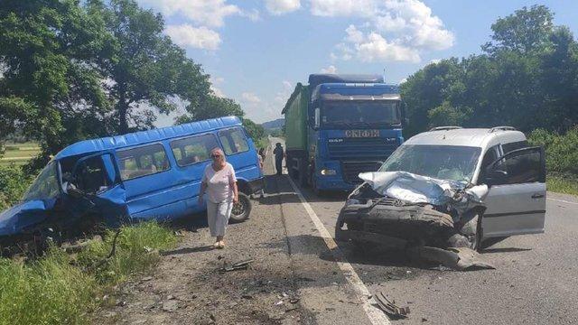 У Золочівському районі в ДТП загинув водій, постраждали двоє пасажирів