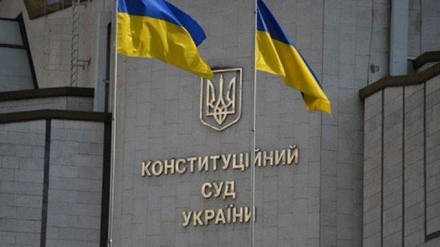 Конституційний суд просять визнати мовний закон неконституційним