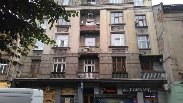 У будинку в центрі Львова виявили тріщину в стіні: ділянку обгородили