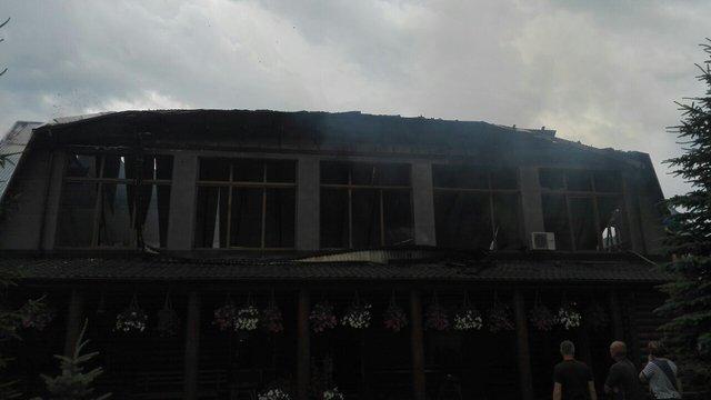 На Старосамбірщині згоріла дерев'яна мансарда ресторану
