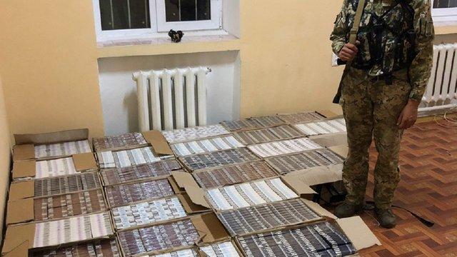Прикордонники Львівського загону затримали контрабандистів з майже 19 тис. пачок сигарет