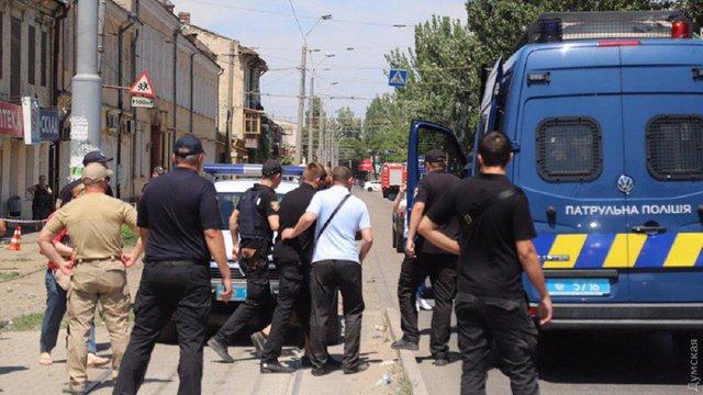 Одеська поліція звільнила заручників, яких злочинець захопив в ломбарді