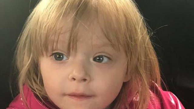 Львівська поліція розшукує рідних маленької дівчинки, яку виявили у магазині на вул. Куліша