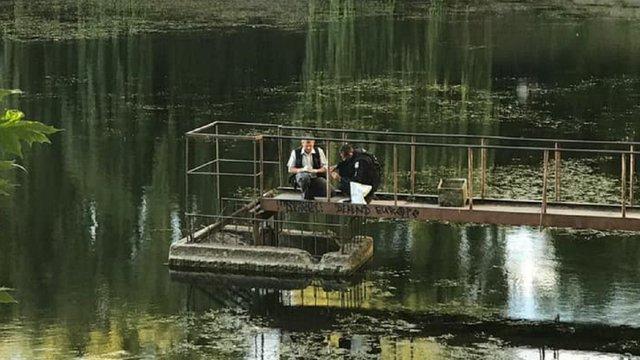 В одному з озер львівського парку «Піскові озера» знайшли пакет із гранатами