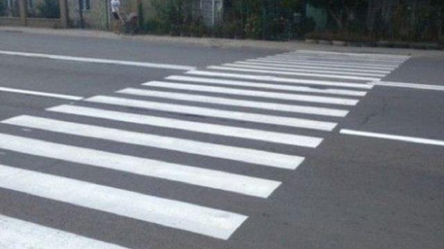 У Львові автомобіль на пішохідному переході збив дитину